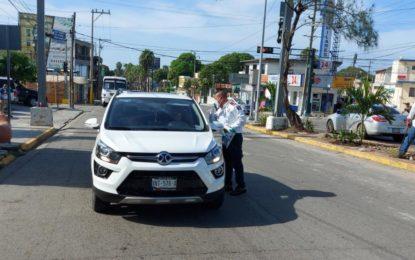 Conductores siguen sin usar cubrebocas en Madero