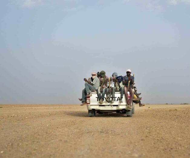 Rescatan a más de 80 migrantes