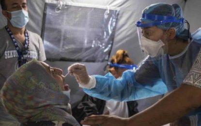 Brote de coronavirus en enorme campo de migrantes en Grecia