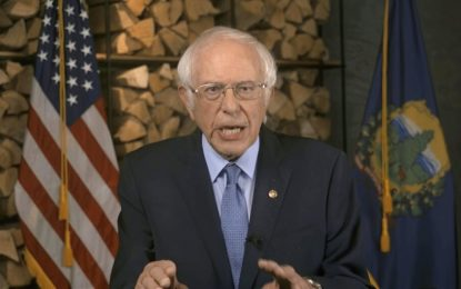 """Bernie Sanders es tendencia por """"quedarse dormido"""" durante investidura de Biden"""