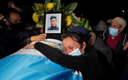 En Guatemala, realizan funeral de 16 de migrantes calcinados en Tamaulipas