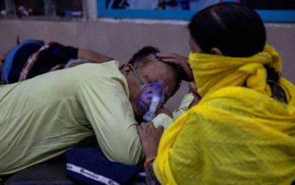 India bate récord de muertes por covid y el mundo aplica mil millones de vacunas