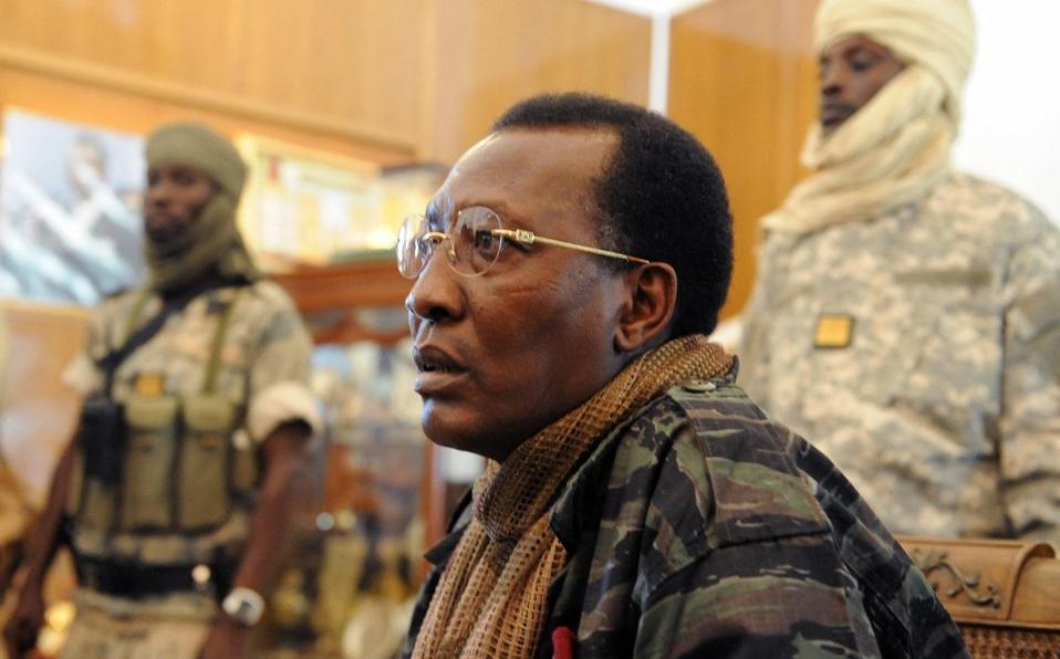 Presidente de Chad murió tras resultar herido en campo de batalla, dice Ejército