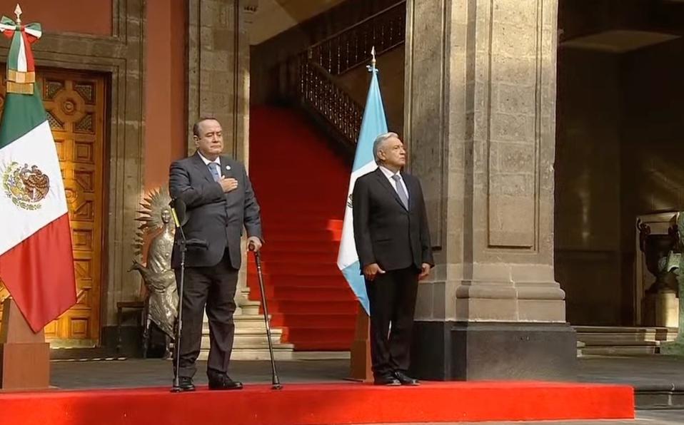 AMLO recibe al presidente de Guatemala en Palacio Nacional